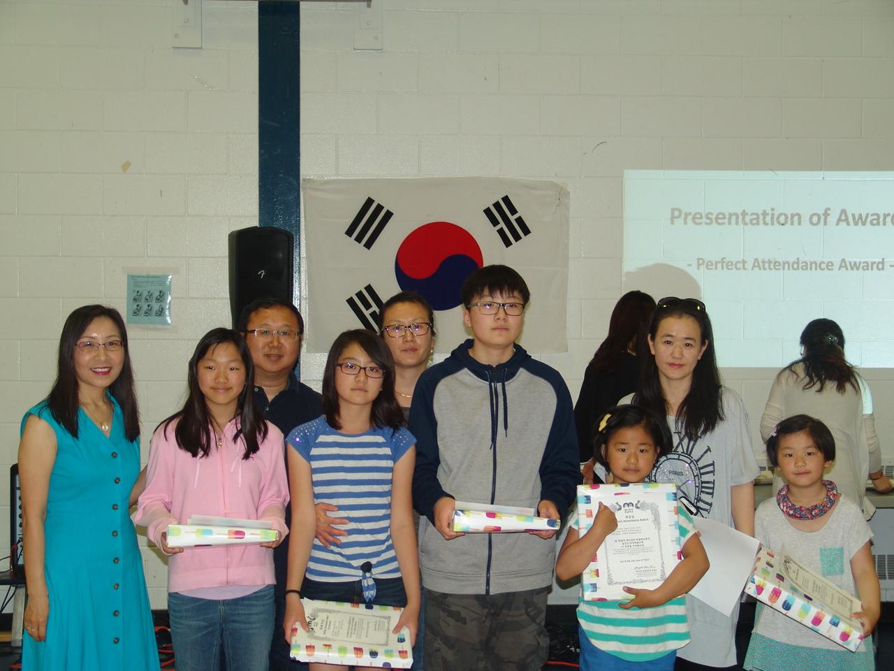 6 개근학생 학부형 상 Perfect Attendance Award for Students & Parents.JPG